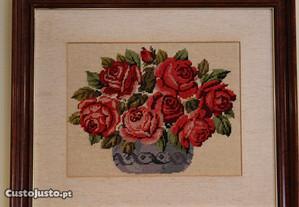 Quadro Bordado Meio Ponto desenho Pote com Rosas