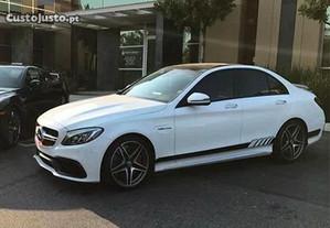 Material Mercedes Benz