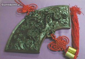 Quadro com dragão em resina vermelha 42x18x2cm