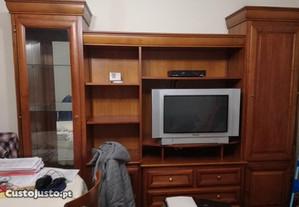 Móvel de sala de estar, com espaço para TV