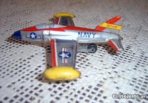 Avião de chapa, antigo, de fricção