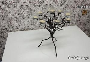 Castiçal decorativo rústico em ferro forjado