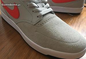 Sapatilhas Nike Tam. 42