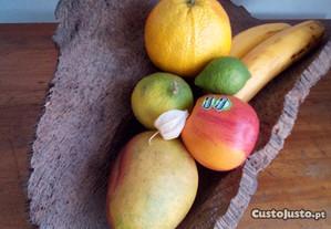 Fruteira rústica de cortiça antiga