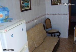 Apartamento T-1com cozinha,quarto e casa de banho
