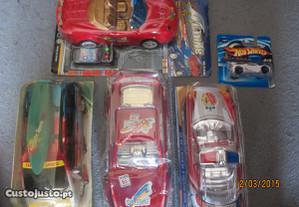 4 carrinhos de plástico