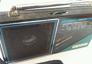 Radio pequeno a pilhas
