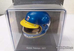 Ronnie Peterson capacete 1:5 Spark F1 1977