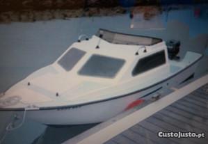 Barco Semi-Cabinado
