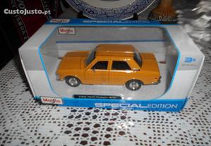 Carro de colecção Datsun 510 escala 1/24