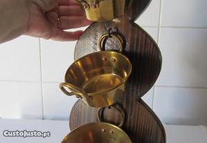 Tachos pequenos em cobre, antigos