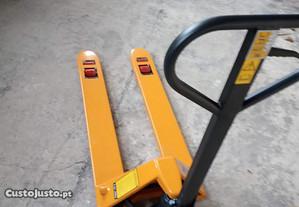 Porta-paletes manual de 2.500Kg - novo