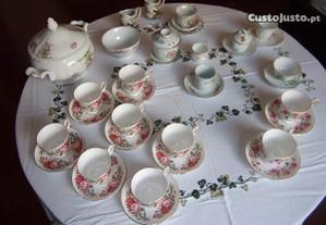 Chávenas café,leiteiras,compoteira- 19 peças