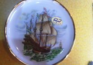 Prato em porcelana decoporce motivo veleiro