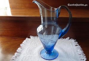 jarro de vidro azul antigo