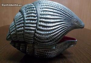Guarda jóias em metal prateado