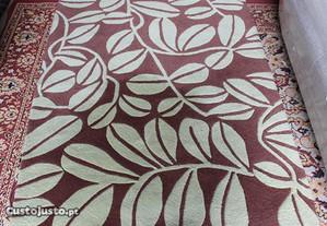 Carpete em Tons de Castanho
