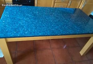 Mesa rectangular com pedra