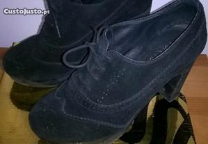 Sapatos de senhora pretos de salto nº 39
