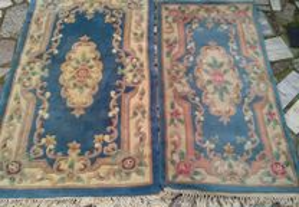 Duas carpetes e dois tapetes iguais medidas difere