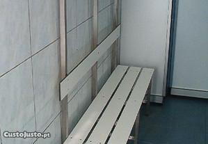 Banco balneário vestiário c/Cabides réguas madeira