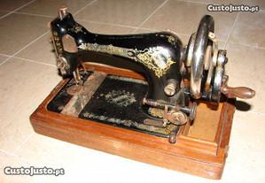 Máquina de costura antiga da Singer