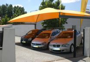 Coberturas para stands e parques de estacionamento