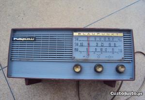 radio antigo a trabalhar