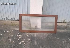janela em madeira basculante