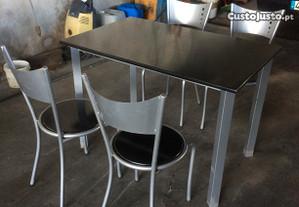 Conj. 1 mesa e 4 cadeiras