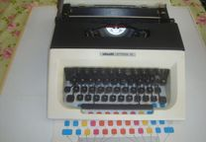 Maquina datilografar Oliveti