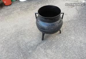 Panela de ferro antiga de 3 pernas