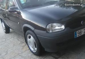 Opel Corsa B em bom estado - 95