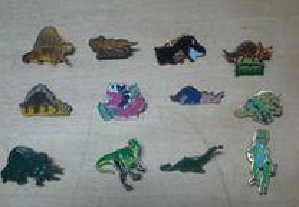 Lote 15 pins de dinossauros