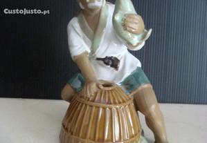 Estatueta japonesa em grés