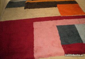 Carpete em la feita a mao