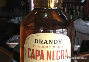Brandy capa negra 1l