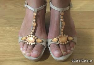 Sandálias de cunha Bibi Lou (tam 37)