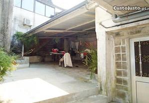 Casa senhorial, com loja e armazém Guimarães