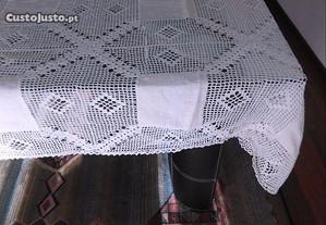 Toalha crochet e linho caseiro, feita à mão. Nova!