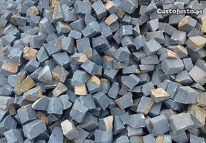 Calçada de Basalto Cinza Escuro 5x5 5x7