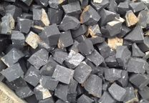 Calçada de Basalto Preto Absoluto 5x5 5x7