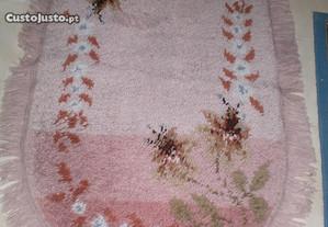 Três Tapetes de pêlo alto 1 maior e 2 iguais