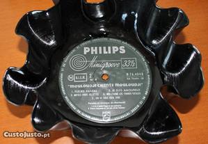 Taça feita a partir de disco de vinil
