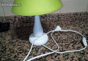 Conjunto candeeiro de tecto/mesa de cabeceira