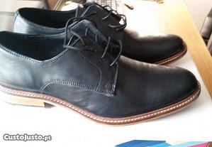 Sapatos Bhatti Plain de pele em preto Size UK 7 (E