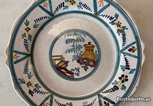 Pequeno prato em faiança antiga do Sec. XIX