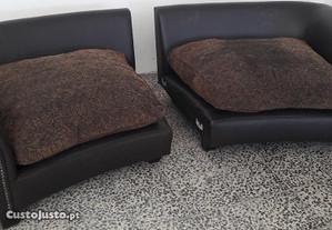 Grande sofá em pele.