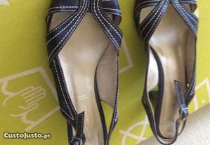 Sapatos pretos de senhora n 4,5