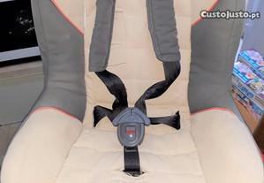 Cadeira auto de bebé marca CARBEBÉ